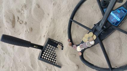 Ringsuche am Strand