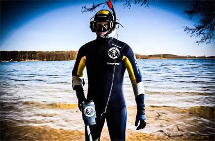 Ehering beim Baden verloren. Wir suchen und finden Ihren Ring im und unter Wasser.